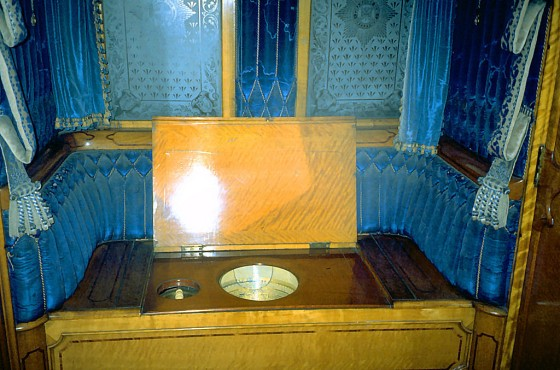 Queen Victoria's throne in railway carriage, York-XL