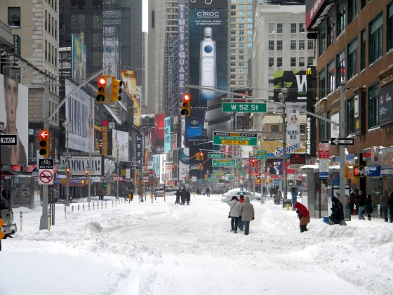 winter-snow-storm-new-york-city-times-square-snow